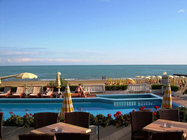 Hotel capitol jesolo 3 stelle frontemare con piscina - Hotel con piscina jesolo ...