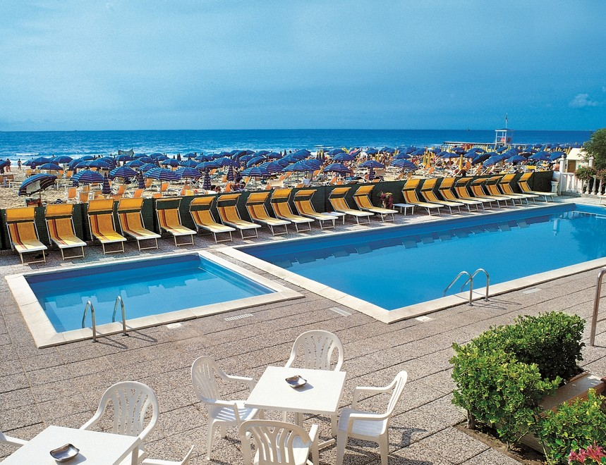 Hotel jesolo tritone 2 stelle frontemare con piscina - Hotel con piscina jesolo ...
