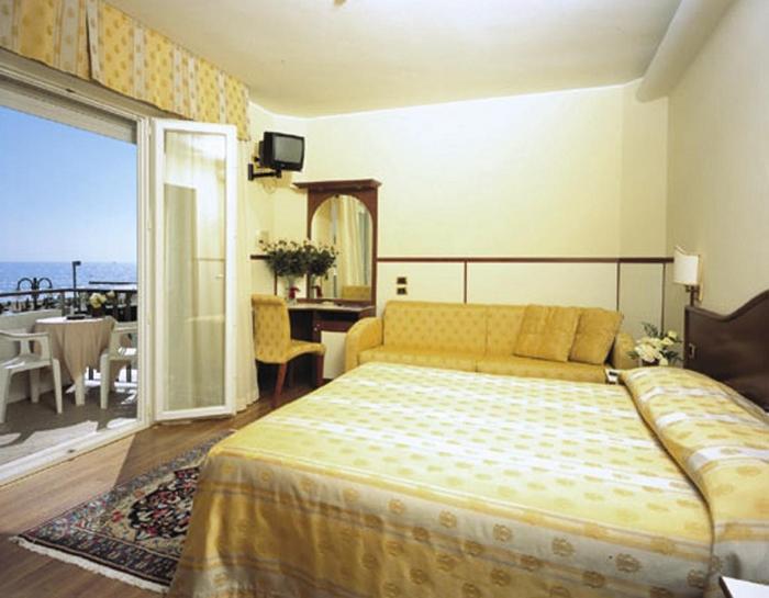 Hotel vidi miramare delfino jesolo 4 stelle fronte mare con centro benessere - Hotel jesolo con piscina fronte mare ...