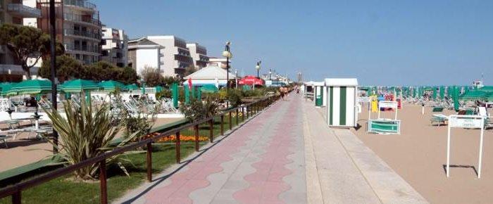 Passeggiate lungo il litorale jesolano, tra sole, mare e chioschi